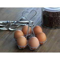 Stojak na jajka w kolorze szarym, ozdobiony sercem to fajny dodatek na stół.  Więcej na: www.lawendowykredens.pl