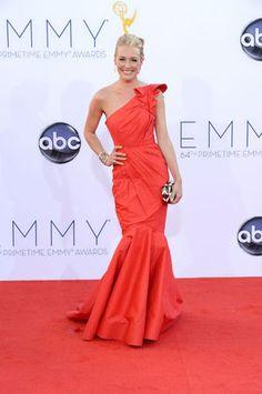 Do preto ao amarelo: convidadas do Emmy Awards fazem tapete vermelho multicolorido   Chic - Gloria Kalil: Moda, Beleza, Cultura e Comportamento