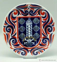Plato con la Torre De Hércules y vieiras. Decorative Plates, Tableware, Beautiful, World, Scallops, Tiles, Crystals, Porcelain Ceramics, Dinnerware