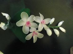 Bomboniera con ramo orchidee, realizzata a mano con filanca setata, tulle e organza, possibilità di personalizzazione