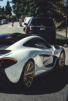 McLaren P1.Luxury, amazing, fast, dream, beautiful,awesome, expensive, exclusive car. Coche negro lujoso, increible, rápido, guapo, fantástico, caro, exclusivo.