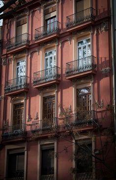 fachada en la gran via. Foto: Juan Perez