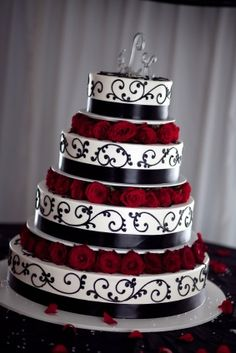 Gothic Wedding Cakes class-project-victorian-gothic