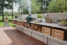 stillvolle minimalistische Küche im Garten