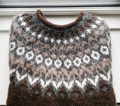 I knitted this icelandic sweater for my boyfriend who loves to go sailing. Think it will keep him warm when he is on the sea ❤ see link to… Knitting Charts, Baby Knitting Patterns, Knitting Stitches, Crochet Woman, Knit Crochet, Nordic Sweater, Icelandic Sweaters, Fair Isle Knitting, Knitwear