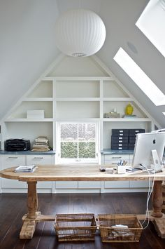Great Home Office Space, Great use of built in shelving! office nook Click h. Attic Apartment, Attic Rooms, Attic Spaces, Attic Playroom, Attic Bathroom, Office Playroom, Work Spaces, Cool Office Space, Office Nook