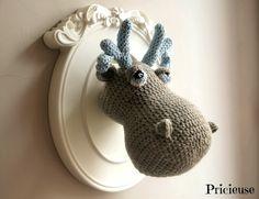 Trophée tête de Renne gris et bleu ciel réalisé au crochet : Décoration pour enfants par pricieuse-crochet