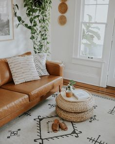 Anxiously waiting for the day I can go to brunch with my friends and take my beautiful Woven Slides on a stroll! Boho Living Room, Home And Living, Living Room Decor, D House, Cozy House, Interior Simple, Interior Design, Living Room Inspiration, Minimalist Home