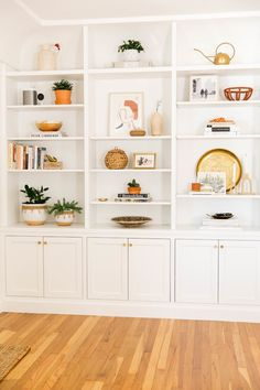 Home Decoration Ideas Minimalist Styling a Bookcase.Home Decoration Ideas Minimalist Styling a Bookcase Built In Shelves Living Room, Living Room Bookcase, Bookshelves Built In, Living Room Storage, Home Living Room, Kitchen Bookcase, Living Room Cabinets, Bookcase Shelves, Corner Shelves