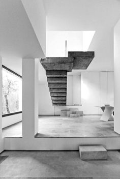 Superb An Award Winning Sustainably Built House In Spain With A Raw Concrete  Central Staircase. The Suspended Stairs Link The Entry And Living Room With  The Second ...