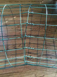 How to bend wire into a chicken tunnel to keep them safe from hawks. Chicken Pen, Best Chicken Coop, Chicken Chick, Chicken Wire, Chicken Coops, Raising Backyard Chickens, Pet Chickens, Rabbit Tunnel, Chicken Tunnels