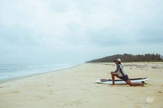 #WarmUpWednesday   No matter how good you are at what you do everyday is a new day. Prepare to slay physically and mentally and slay the day you shall.   Muse : Tanvi Jagadish who'll be fighting for the podium of the 5km SUP race at the Indian Open of Surfing.  #StandUpPaddle #SUPrace #warmup #beach #arabiansea #beachside #surfersparadise #surfing #surf #waves