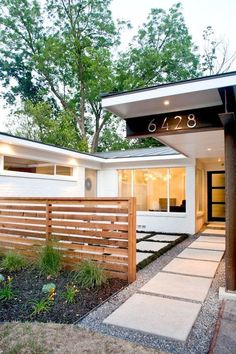 You can try using a creative DIY front yard design to create your own personal style. The front yard fence is very important for every homeowner. Mid Century Landscaping, Front Yard Landscaping, Backyard Patio, Landscaping Ideas, Gravel Patio, Patio Ideas, Mulch Ideas, Front Yard Patio, Natural Landscaping