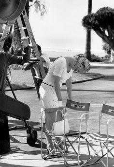 "Marilyn Monroe on set of ""Some Like It Hot"" 1959 Jack Lemmon, Tony Curtis, Classic Hollywood, Old Hollywood, Hollywood Actresses, Hollywood Glamour, Classic Actresses, Hollywood Stars, Marilyn Monroe Fotos"