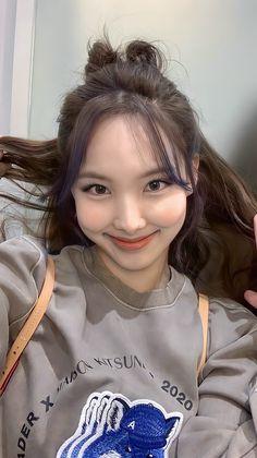 Blackpink Twice, Nayeon Twice, Im Nayeon, Kpop Girls, Hair Styles, Pretty, Beauty, Snowball, Ds