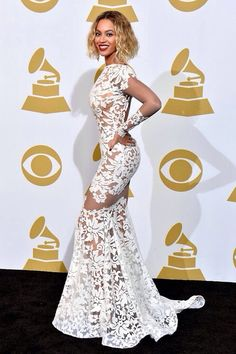 Beautiful Dress at the Grammys worn by Beyonce brikmoda.wordpress.com/drunkinlace