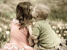Image discovered by Anariel Navarro. Find images and videos about love, cute and photography on We Heart It - the app to get lost in what you love. Cute Baby Couple, Cute Couples, Cute Kids, Cute Babies, Kids Hugging, Kids Kiss, Baby Kiss, Couples Images, Young Love