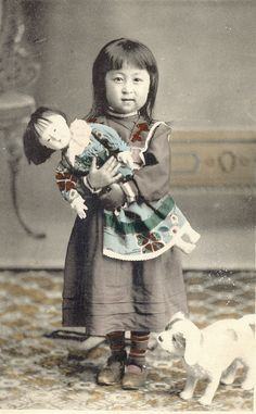 Post-mortem photo of a little girl, a toy dog & her doll. There's a stand behind her holding her up. Vintage Children Photos, Vintage Girls, Vintage Pictures, Old Pictures, Vintage Images, Old Photos, Old Dolls, Antique Dolls, Antique Photos