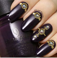 Dark purple mani, I don't actually like manis but this is really cool.