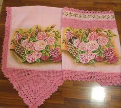 Pintura em tecido Caminho de mesa e tampa de fogão. Cesta com rosas