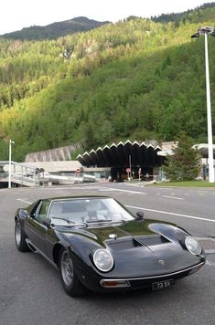 Lamborghini – One Stop Classic Car News & Tips Lamborghini Miura, Bugatti, Lotus Car, Unique Cars, Car Photos, Exotic Cars, Cars And Motorcycles, Vintage Cars, Dream Cars