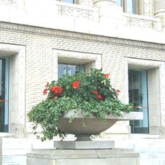 Frank Lloyd Wright Robie House Planters and Urns Garden Stones, Garden Pots, Frank Lloyd Wright Style, Prairie House, Patio Planters, Architecture Details, Container Gardening, Flower Pots, Home And Garden
