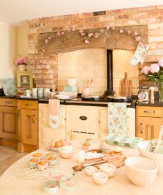 I LOVE this #vintage cottage kitchen! Cottage-Flower-Baking-20