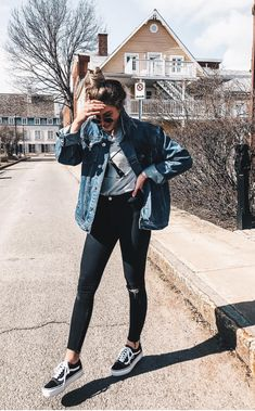 Trending Spring Clothes from 33 of the Surprisingly Cute Spring Clothes collection is the most trending fashion outfit t Fall Outfits For School, College Outfits, Spring Outfits, Spring Clothes, Autumn Outfits, Cold Weather Outfits For School, Rainy Day Outfit For School, School Ootd, College Wear