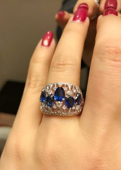 Stunning sapphire and diamond ring Jewelry Art, Jewelry Rings, Silver Jewelry, Jewelry Accessories, Fashion Jewelry, Jewelry Design, Jewellery, Pretty Rings, Beautiful Rings
