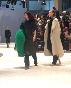 #ELLEshowtime  . 오버사이즈 숄더백 매니시한 트렌치코트 담요를 닮은 숄이 눈에 띈 #셀린 의 뉴 컬렉션  회전하는 런웨이 위에 모델 #배윤영 & #정소현 등장했어요  @celine  via ELLE KOREA MAGAZINE OFFICIAL INSTAGRAM - Fashion Campaigns  Haute Couture  Advertising  Editorial Photography  Magazine Cover Designs  Supermodels  Runway Models