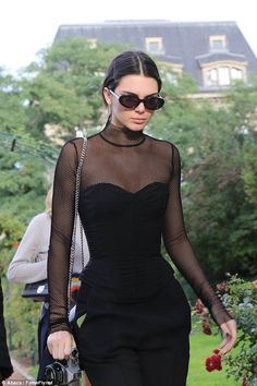 Kendall Jenner looking like a character from cult film The Craft, the fashion darling parted her locks in the centre and into a low chignon as she protected her peeps with a oval shaped shades Kendall Jenner Outfits, Kendall And Kylie Jenner, Estilo Zendaya, Kardashian, Mode Outfits, Look Cool, Fashion Models, Ideias Fashion, Celebrity Style