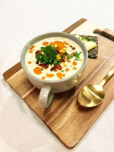 Lavkarbo blomkålsuppe med chorizo og cheddar Chorizo, Lchf, Sour Cream, Cheddar, Ramen, Ethnic Recipes, Food, Cheddar Cheese, Meal