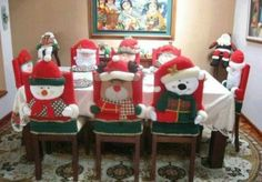 Christmas decoration of chairs All Things Christmas, Christmas Holidays, Christmas Ornaments, Christmas Sewing, Christmas Projects, Decoration Table, Xmas Decorations, Mery Chrismas, Christmas Chair Covers