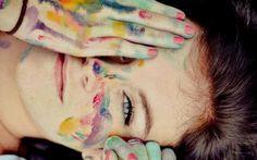 noi stessi ragazza-sorridente-colorata