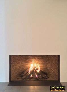 Cosyflame Gaskachel modern Noord-Holland Zuid-holland Mid-century Interior, Interior Design, Fireplace Feature Wall, British Colonial Style, New England Style, Fireplace Mantle, Small Living Rooms, Modern Classic, Hearth