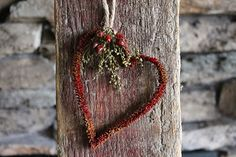 Here's a real simple Valentine's project that is so easy to make. All you need is a chenille stick, craft glue, instant coffee granules, ground cinnamon and/or cloves, jute twine or string and embellishments such as sweet annie and rose hips. Valentines Day Hearts, Valentine Day Crafts, Valentine Decorations, Love Valentines, Valentine Heart, Holiday Crafts, Valentine Ideas, Primitive Crafts, Primitive Christmas