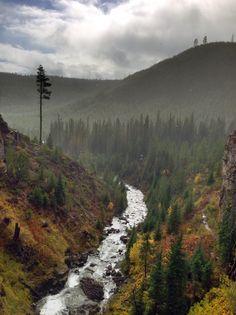 Best hike in Bend Oregon Tumalo Falls
