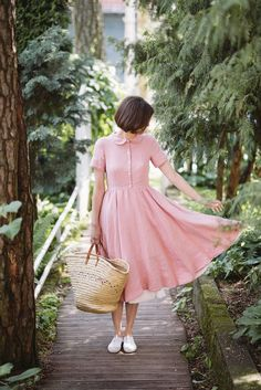 Classic linen dress with short sleeves, peter pan collar and white lining, in rose pink | Sondeflor