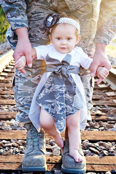 air force baby girl - she matches dad Military Baby Pictures, Military Love, Military Fashion, Military Families, Military Photos, Air Force Baby, Daddy Daughter Photos, Future Daughter, Daughters