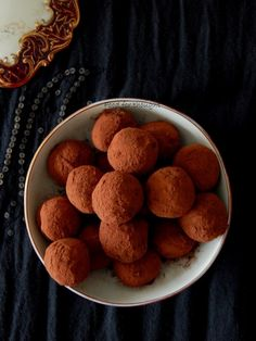 Food for thought: Τρουφάκια κάστανο Sweets Recipes, Dog Food Recipes, Truffles, Deserts, Food And Drink, Cookies, Baking, Ethnic Recipes, Pancake