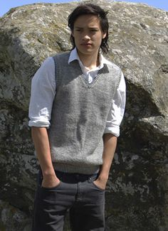 Herreslipover strikket i ren uld Knit Crochet, Knitting, Journal, Tees, Mens Tops, How To Wear, Sleeveless Sweaters, Cardigans, Fashion