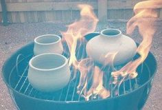 Fig.1 Lift out the cooking grid, spread out the coals and put the preheated pots on the coals. I used a 22½-inch round grill, achieving a variety of effects withseveral kinds of clay …