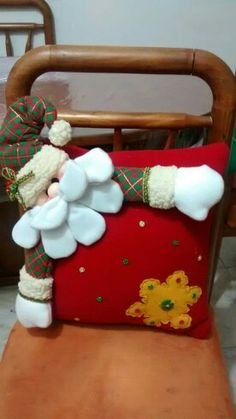 Christmas Cushion Covers, Christmas Cushions, Fifa, Ideas Para, Diy And Crafts, Christmas Decorations, Pillows, Halloween, Baby