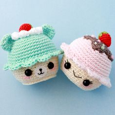 Free amigurumi cupcake pattern by Amylie Freeman . Crochet Cake, Crochet Food, Crochet Gifts, Kawaii Crochet, Cute Crochet, Knit Crochet, Crochet Toys Patterns, Amigurumi Patterns, Crochet Dolls