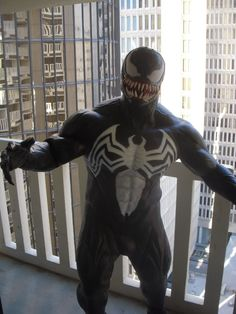 Venom in Spider-Man Forum Venom Comics, Marvel Comics, Awesome Cosplay, Best Cosplay, Super Hero Life, Spiderman Art, Hero Movie, Marvel Cosplay, Fantasy Costumes