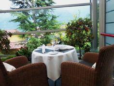 """Auszeit am Luganer See – das Parco San Marco Lifestyle Beach Resort. Tisch für zwei im Restaurant """"La Terrazza""""."""