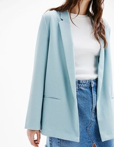 Flowing blazer with back slit. Discover this and many more items in Bershka with new products every week