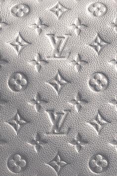 Louis Vuitton Monogram in silver #bags #fashion