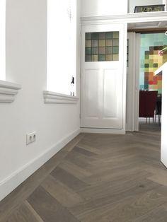 Kijk voor meer inspiratie op www. Floor Design, Wooden Flooring, Ground Floor, Interiores Design, Tile Floor, Sweet Home, New Homes, House Styles, Building