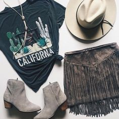 concert outfit – Fall transitioning>>> Outfit inspo from ❋ Show Me Your Mumu ❋ &… Rodeo Outfits, Country Outfits, Cute Outfits, Music Festival Outfits, Music Festival Fashion, Festival Looks, Concert Outfit Fall, Concert Outfits, Fall Festival Outfit